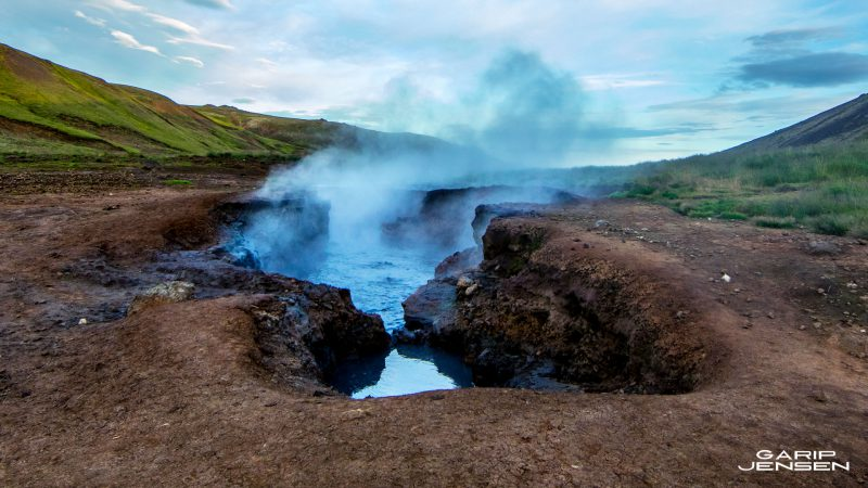 Iceland-boiling-ground