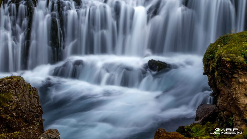 Iceland-detail-flowing-river-skogar